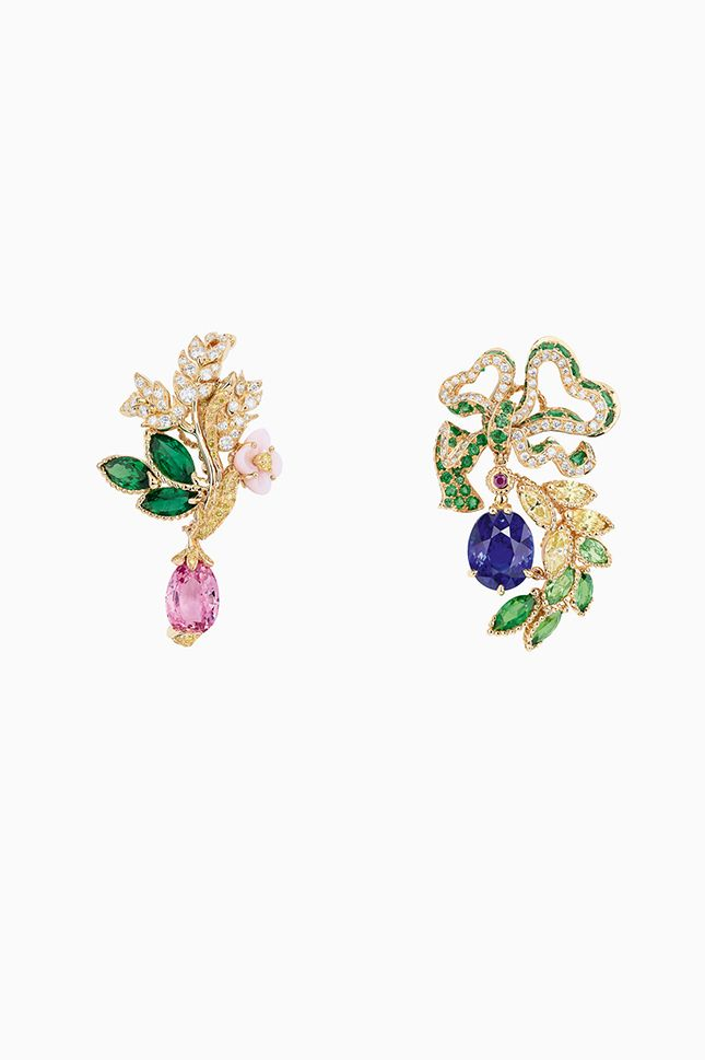 cd6667745a7 We remain at Versailles  a new collection of jewelry Dior