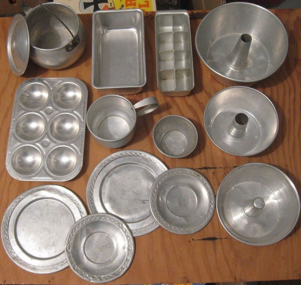 Vintage Aluminum Tin Metal Child S Cooking Play Set Kitchen Dishes