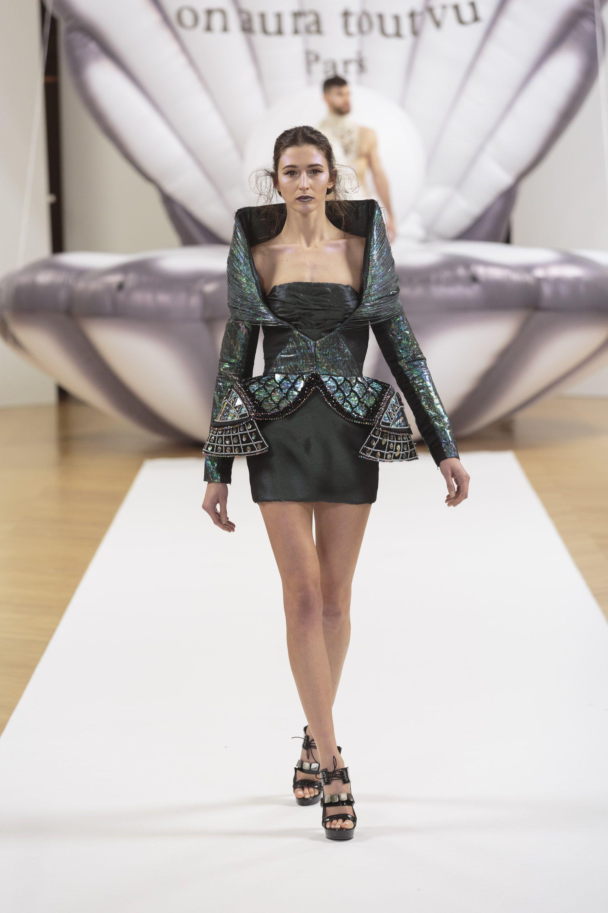 "ON AURA TOUT VU ""Otohime"" SS17 - Look 14 #onauratoutvu #parisfashionweek #otohime #ss #collection #springsummer #2017 #paris #mode #pfw #model #couture #dress"