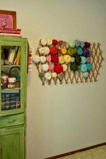rangement pour pelotes de laine craft room pinterest rangement tricot et rangement couture. Black Bedroom Furniture Sets. Home Design Ideas
