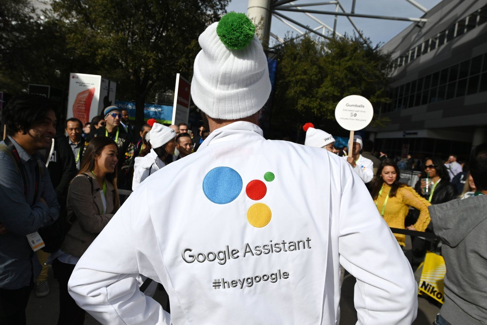 Google assistant can read out text replies on whatsapp and