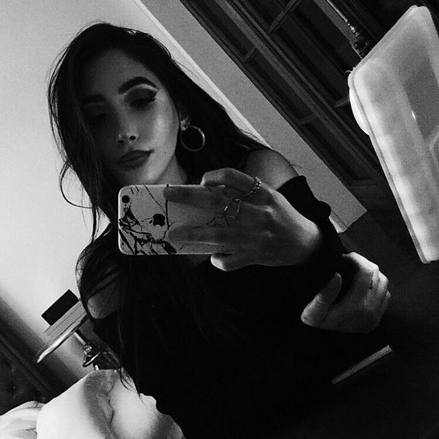 Pin auf selfie