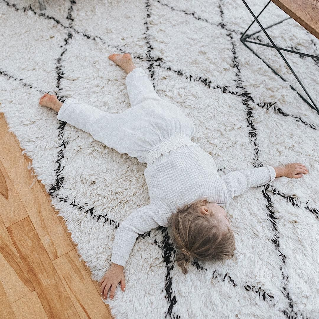Monochrome wool rug from RUGS USA (@bethanymenzel)