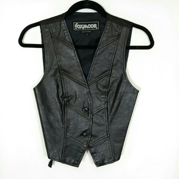 """Vtg Foxmoor Black leather vest * Prices are negotiable ?  * Bundle to save!  Vintage 1980s two button front leather vest with rear adjustable belt. - Brand: Foxmoor - Size: Men's small. Measurements laid flat:   Shoulder span 12.5""""   Bust 16""""   Waist 14""""   Length 18"""" - Color: Black - Fabric: Shell) 100% leather   Lining) 100% nylon taffeta - Condition: Very good, no flaws #makeanoffer #leathervest #vintageleatherjacket #vintageleather #rockerchic #rocker #indiechic Vintage  Jackets & Coats…"""