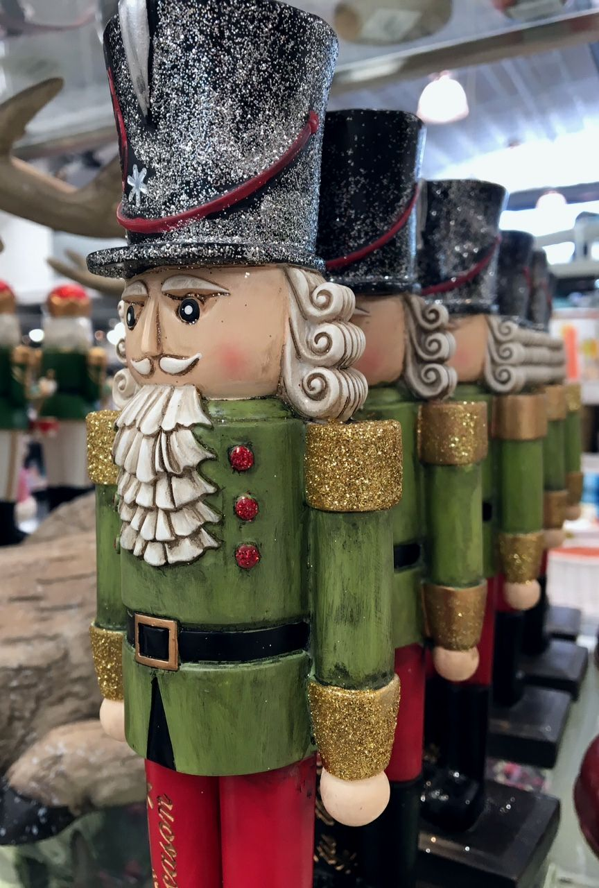 Love Nutcracker type soldiers. | Christmas #6 Decorating Tips ...