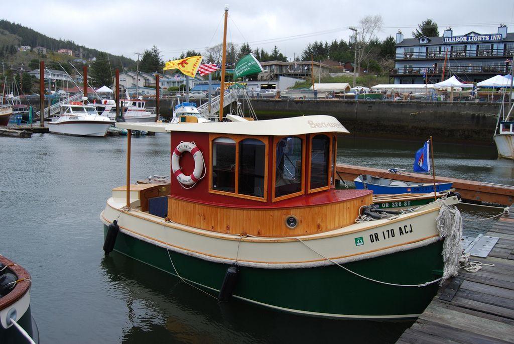 Mini tugboat | Micro Mini Tugboats ~ in 2019 | Boat, Tug Boats, Wooden boats