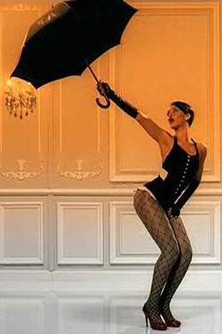 Resultado de imagen de video rihanna paraguas