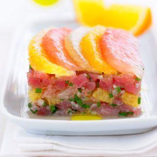 Roter Thunfischweinstein mit Orangen und Pampelmusen. Einfach und lecker!