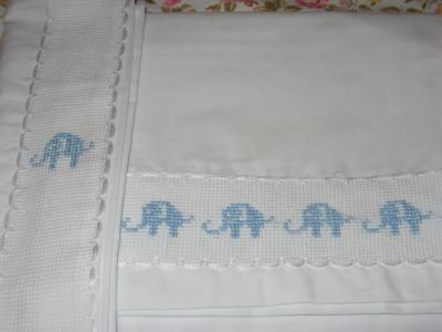 Elefantes celestes sabanas para moises y cuna popelina chilena hilos perle anchor cenefa anchor - Sabanas para bebes ...