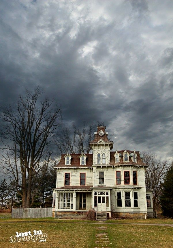 The Haunted Bruce Mansion in Burnside Twp. - Lost In Michigan