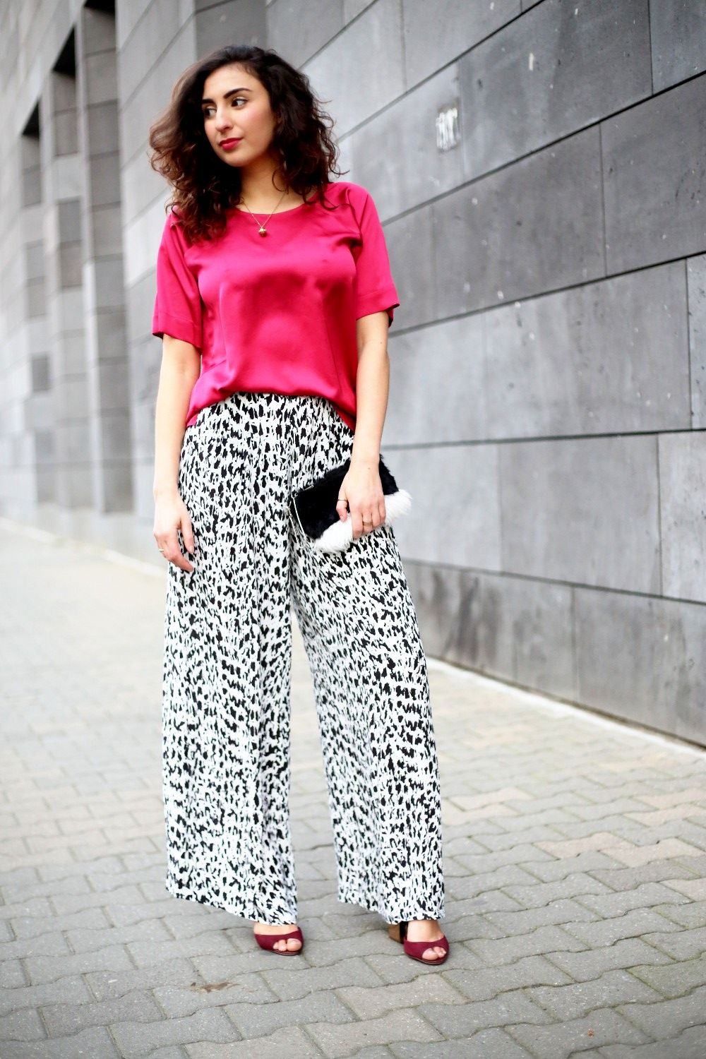 Palazzo Pants Outfit // For more inspiration visit samieze.com fashion blog