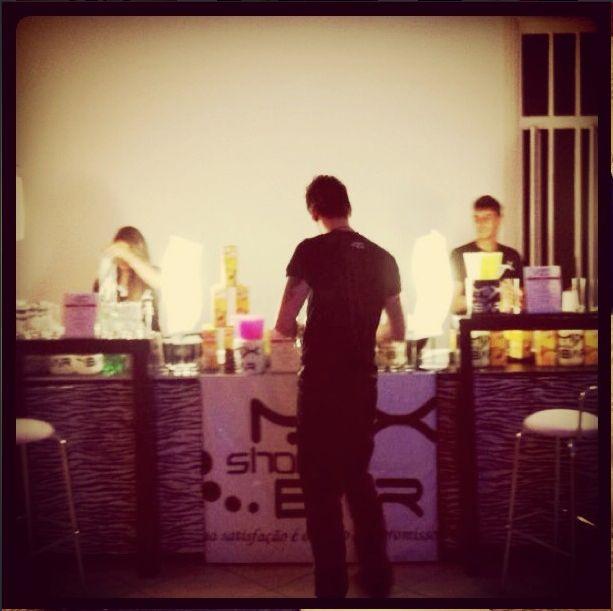 Sexta-feira chegou!! É dia de trabalho! Aqui em Brasília a gente não para!! #mix #showbar #bartender #brasilia #party #tgif #cool #mixshowbar #friday #partyrock