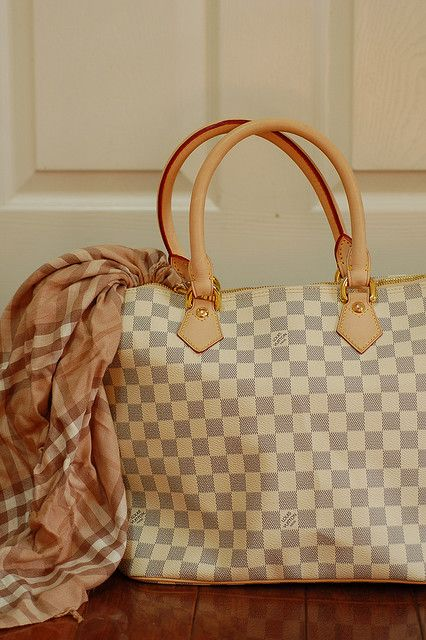 ba0f3d984 ... your travel chic style, but also makes traveling more efficient instead  of having to carry multiple small bags. Louis Vuitton Purses Bolsas Michael  Kors ...
