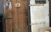 Portes anciennes de communication en bois avec leurs châssis.