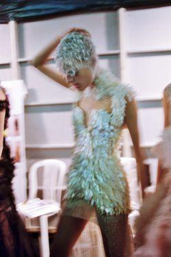brunze:  girlannachronism:  Alexander McQueen spring 2012 rtw backstage by Schohaja  fashion blog