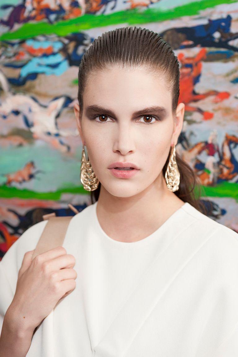 Christian Dior backstage   Коллекции весна-лето 2017   Лондон   VOGUE
