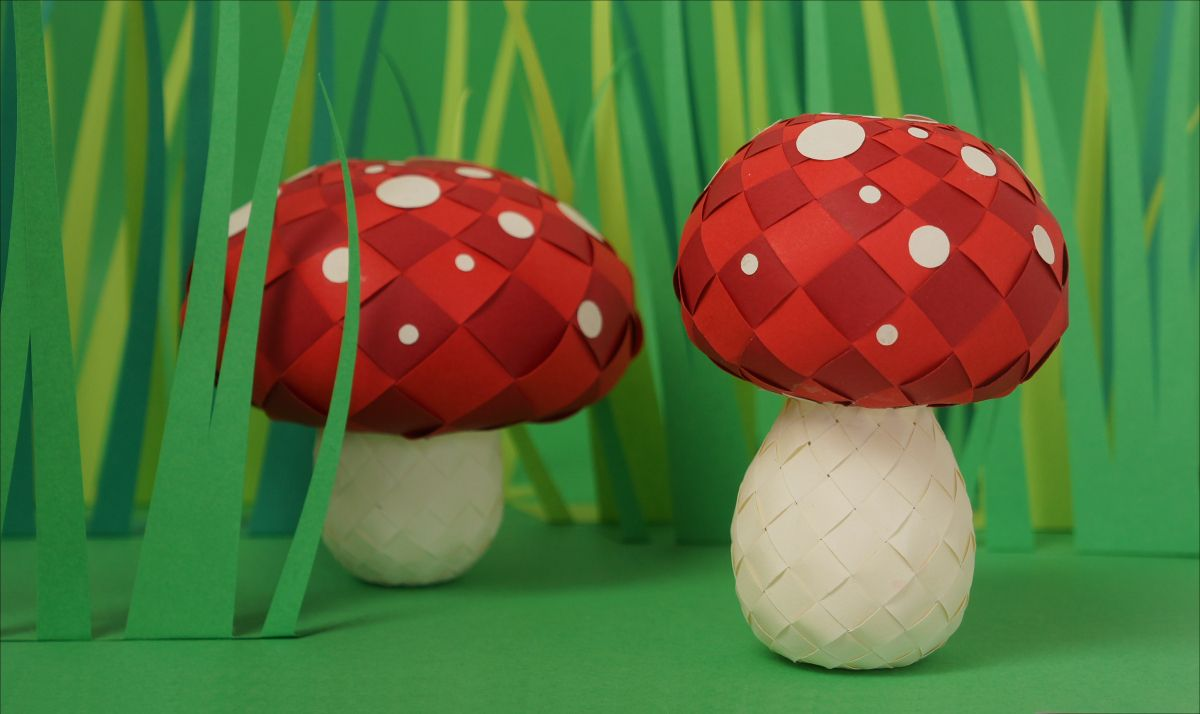 Anna designed these cute Red Fly Agaric. She made two different shapes and you may rescale the templates to get even more varieties. The white spots you may apply in the amount of your own choice. …