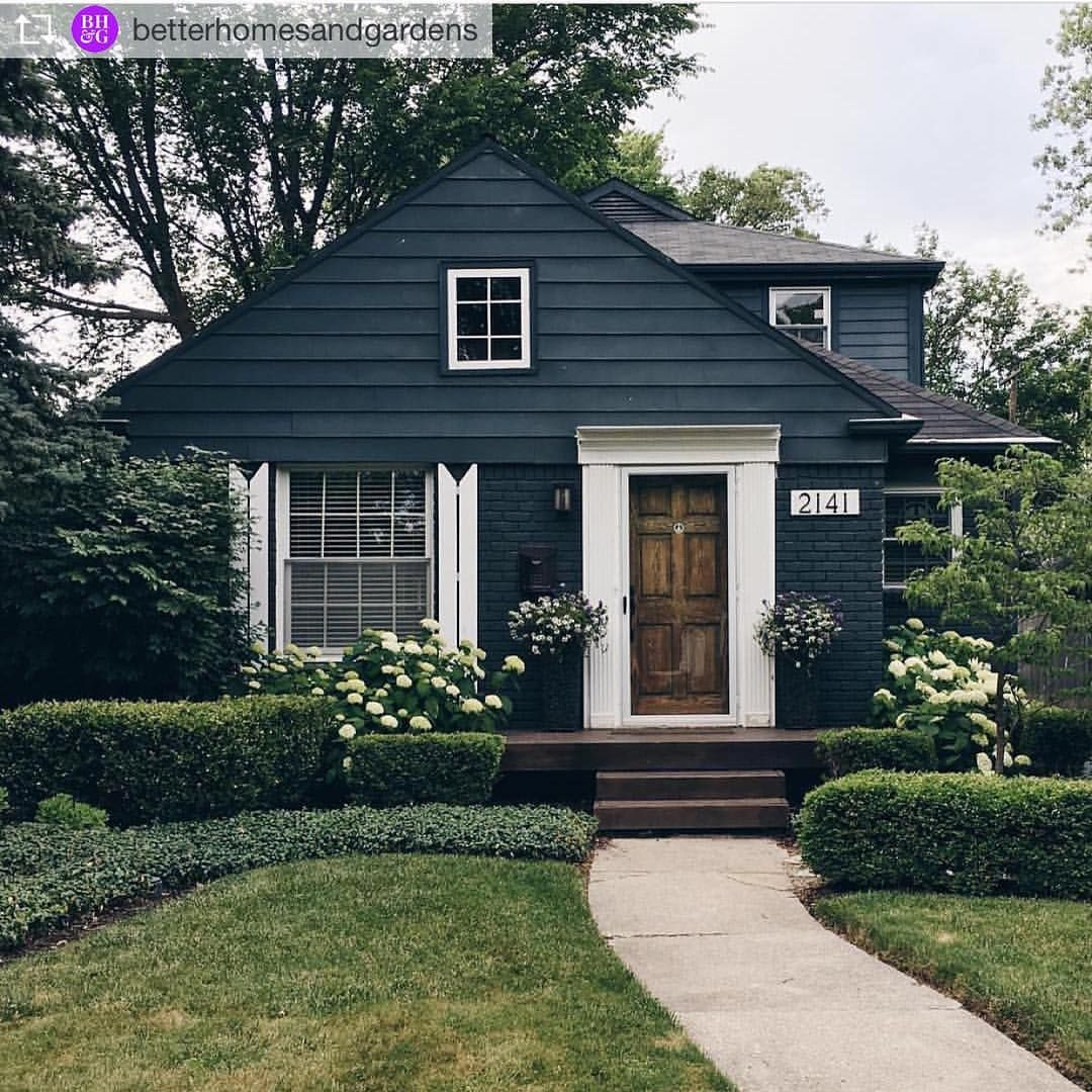 92 Likes 3 Comments Amy Spearing Interiors Amyspearinginteriors On Instagram More Black Siding Lovelin Mountain Home Exterior House Styles House Colors