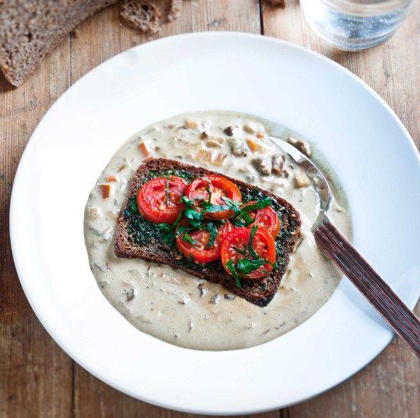 Creamy mushroom soup with warm sandwiches/Lempeä tattikeitto ja lämpimät leivät