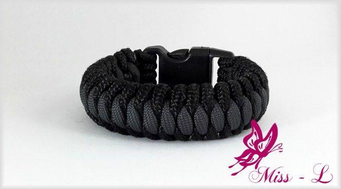 Stoere en sportieve paracord heren armband zwart/antraciet. Check voor meer sieraden Miss-L.nl