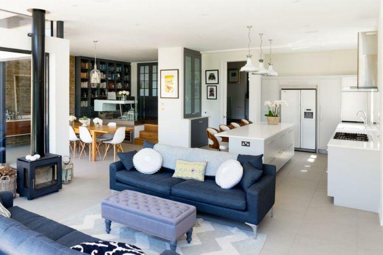 cucina open space superficie colore bianco e lucida set tavolo da pranzo in legno - Cucina Open Space