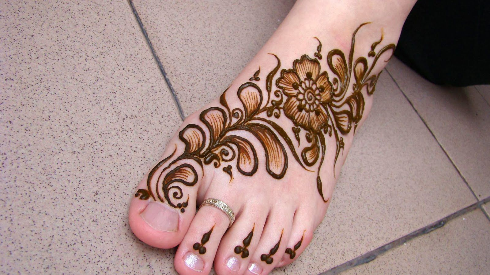 Bridal Mehndi On Foot : Matching hands and feet mehndi designs for brides