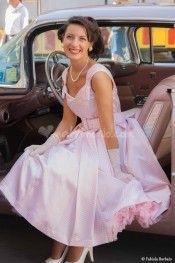Abito da sposa in raso di colore rosa e bianco a quadretti