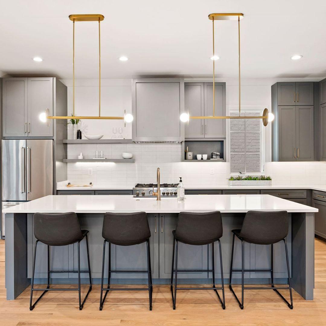 "Mary Beth Thomas on Instagram: ""Clean lines for the win 🙌🏻🙌🏻 ... #kitchendesign #kitchen #kitcheninspo #nashvillerealestate #realestate #milliondollarlisting #luxuryhomes…"""