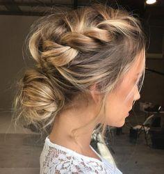 Love this loose braid hair style ☺️