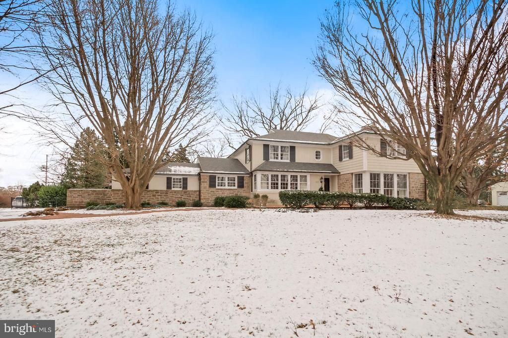 homes for sale in york pa with inground pool