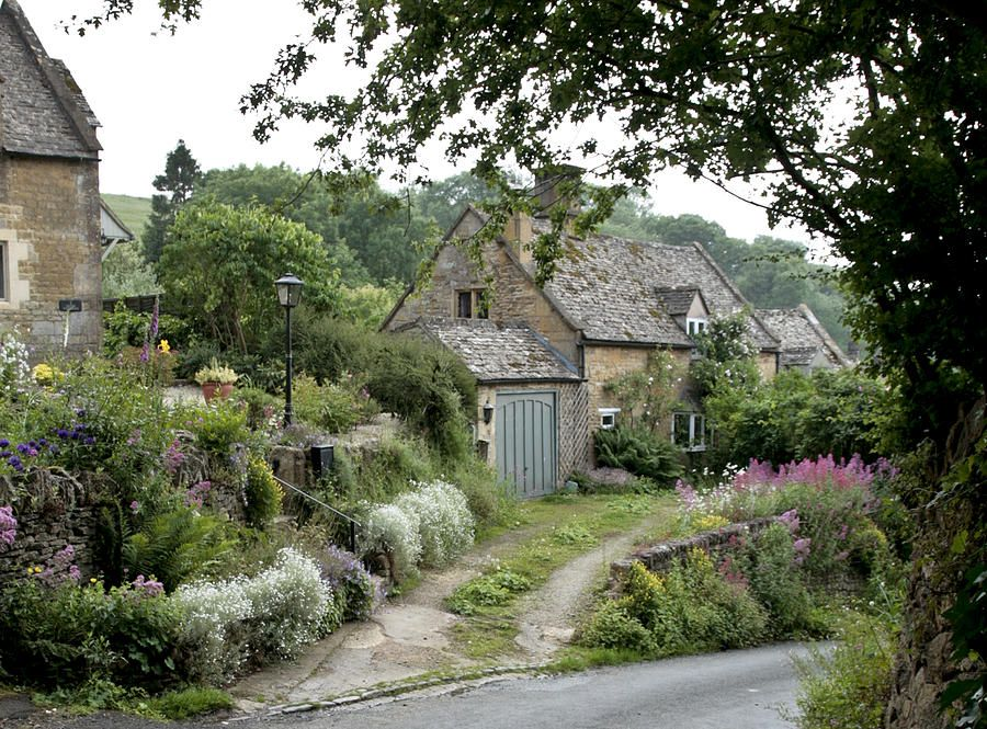 Old English Cottage With Overgrown Gardens.. Beautiful