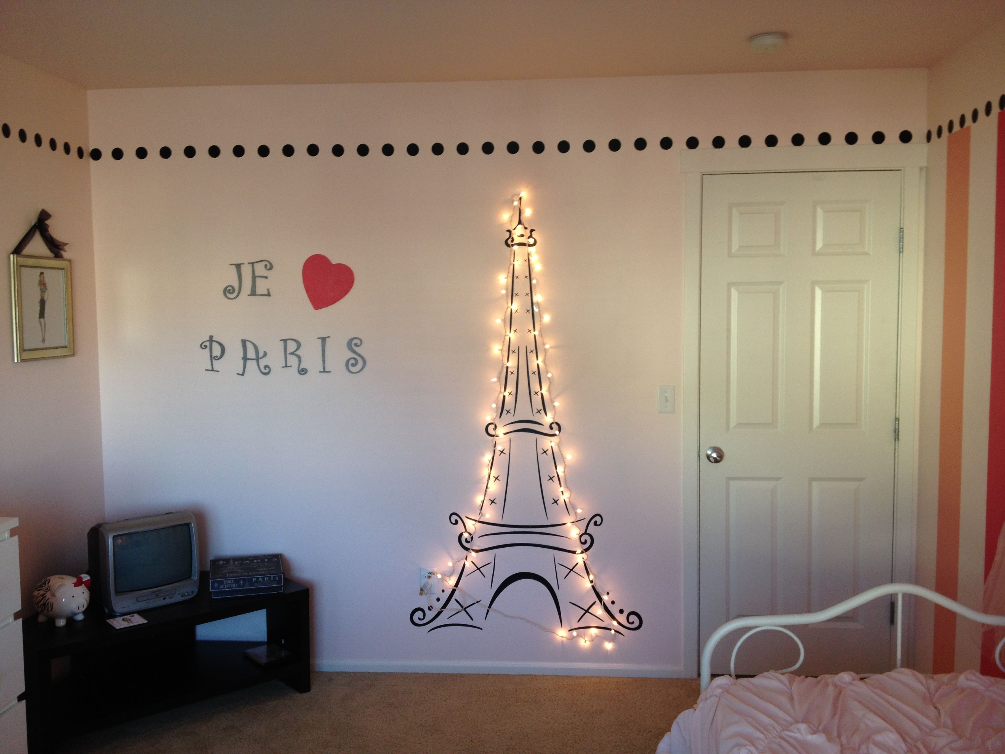 Lit eiffel tower for my daughter 39 s paris themed room for Room decor ideas paris