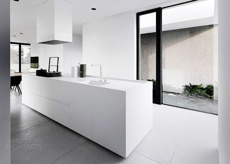 Strakke Witte Keuken : Keuken strak wit een kookeiland met een mooie kast er achter