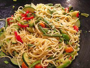 Gebratene Spaghetti mit Gemüse, ein schönes Rezept aus der Kategorie Gemüse. Bewertungen: 3. Durchschnitt: Ø 3,6.