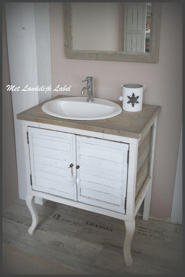 Landelijk badkamermeubel, ambachtelijk gemaakt. Te koop bij: WWW ...