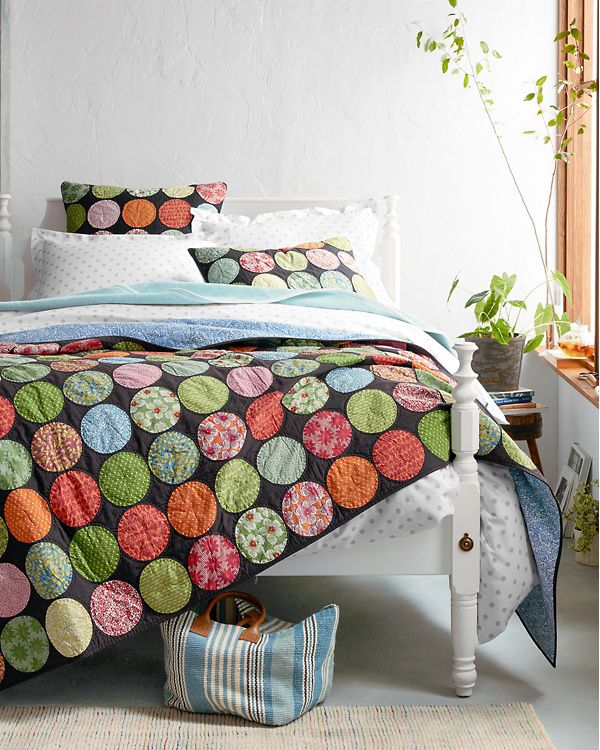 Hill Dream Quilt Bed, House styles, Cozy cottage