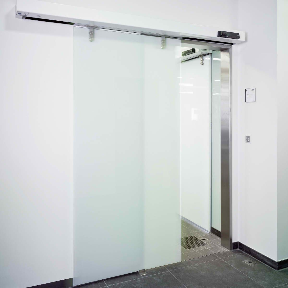 Dorma st manet automatic sliding door for Motorized sliding glass door