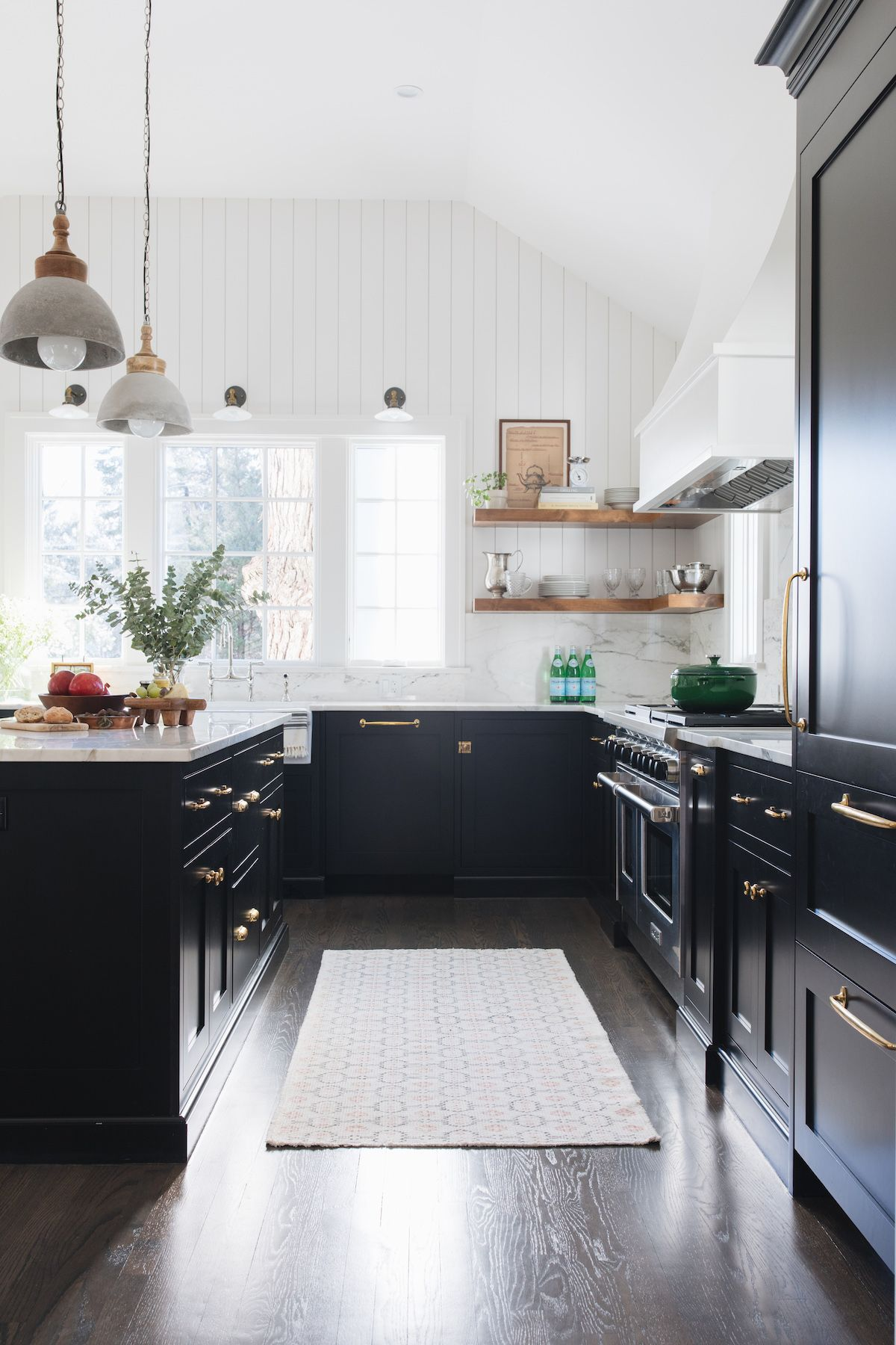 Today We Re Welcoming Our Newest Creatives To The List When Alessia And Sarah Of Redesign Home M In 2020 Interior Design Kitchen New Kitchen Cabinets Kitchen Interior