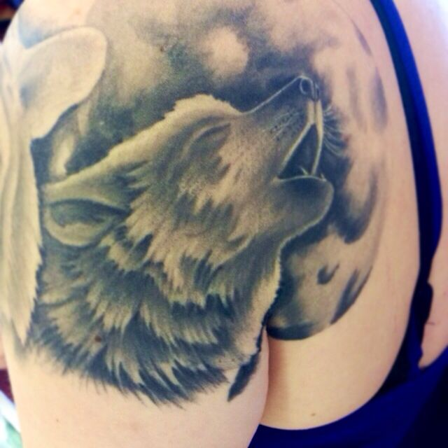 Healed wolf howling at the moon tattoo | My art ...