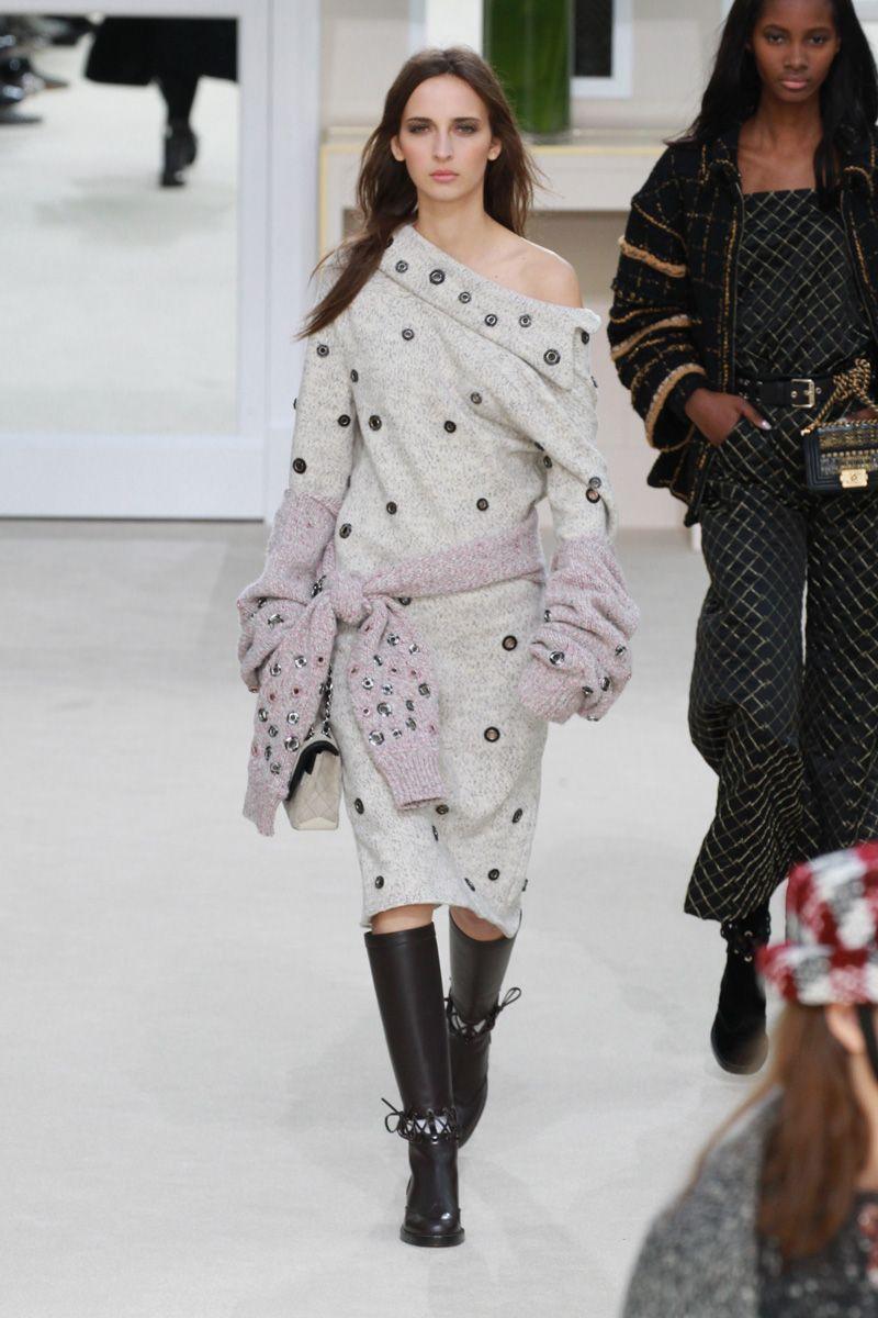 Inverno 2017 da Chanel assume ares grunge - Vogue   Desfiles