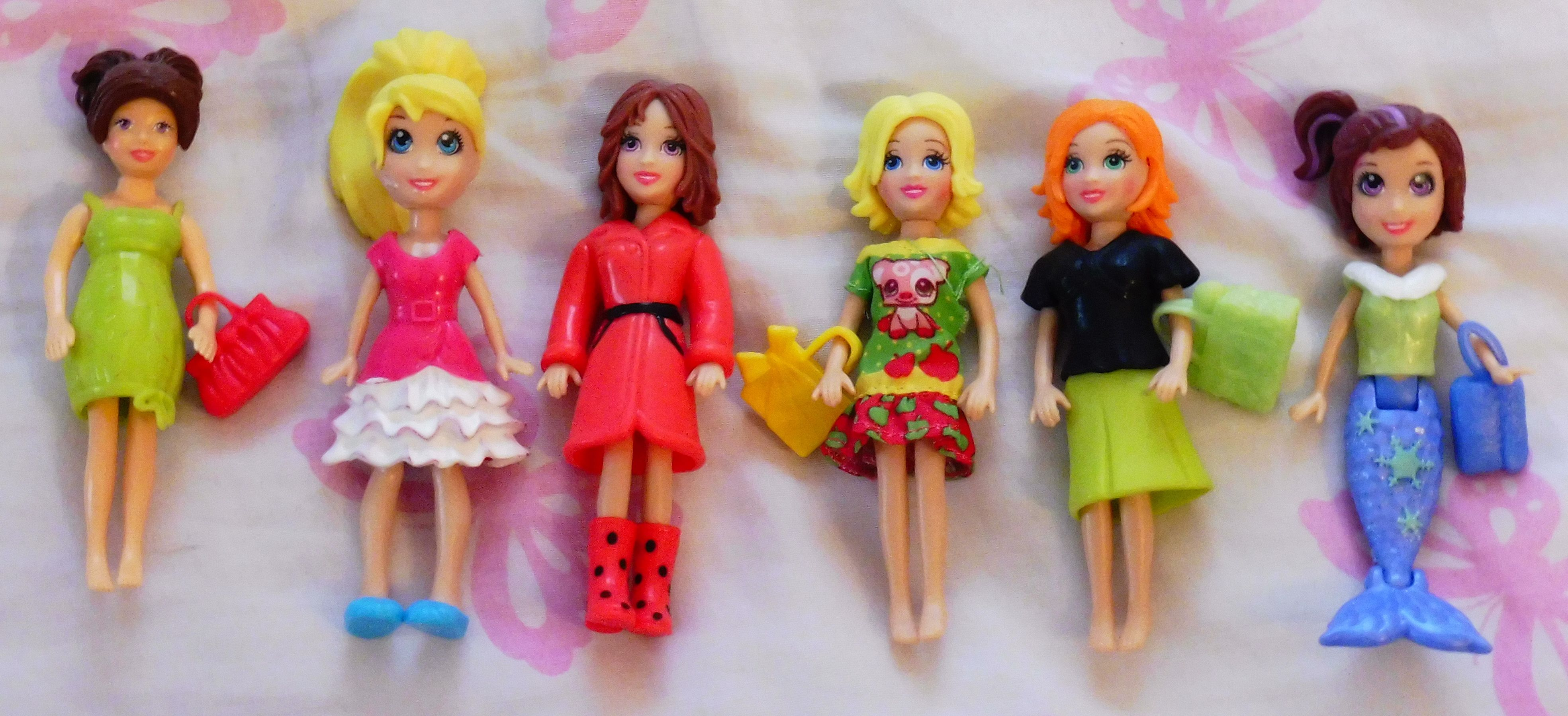 Here are my Polly Pockets. :)