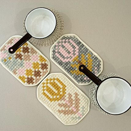 Hand-Embroidered Potholder ++ Karen Barbe