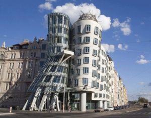 Gehry, um dos 10 Maiores Nomes da Arquitetura Mundial. Veja mais no blog da Aldeia: http://bit.ly/LoNq2z