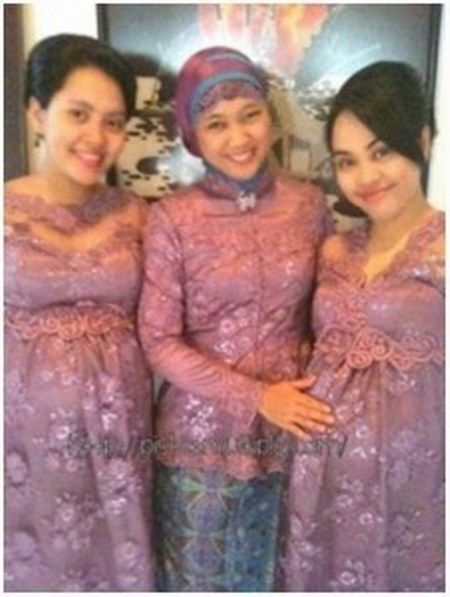 Pin By Indah Srie On Kebaya Pinterest Maternity Fashion Kebaya