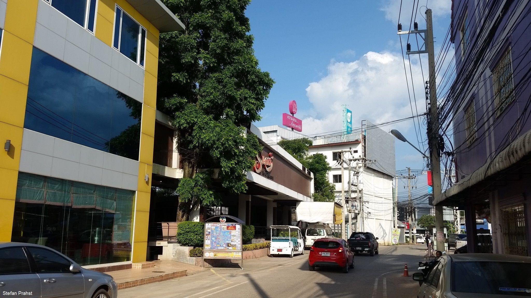 Nebenstraße an einem Shoppingcenter in Khon Kaen Thailand
