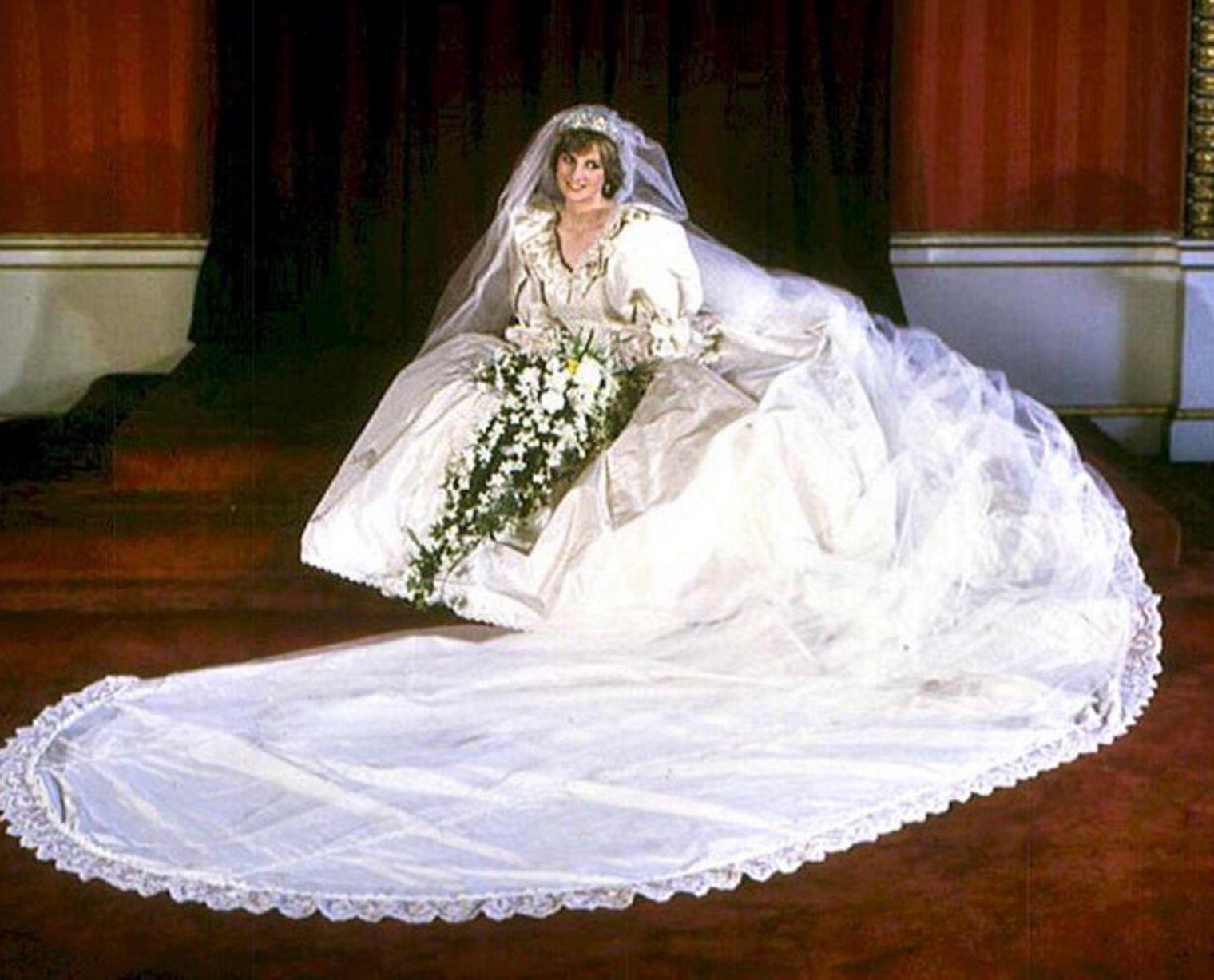 Sarah burton wedding dress  Royals unightmare after Princess Dianaus deathu revealed in letter