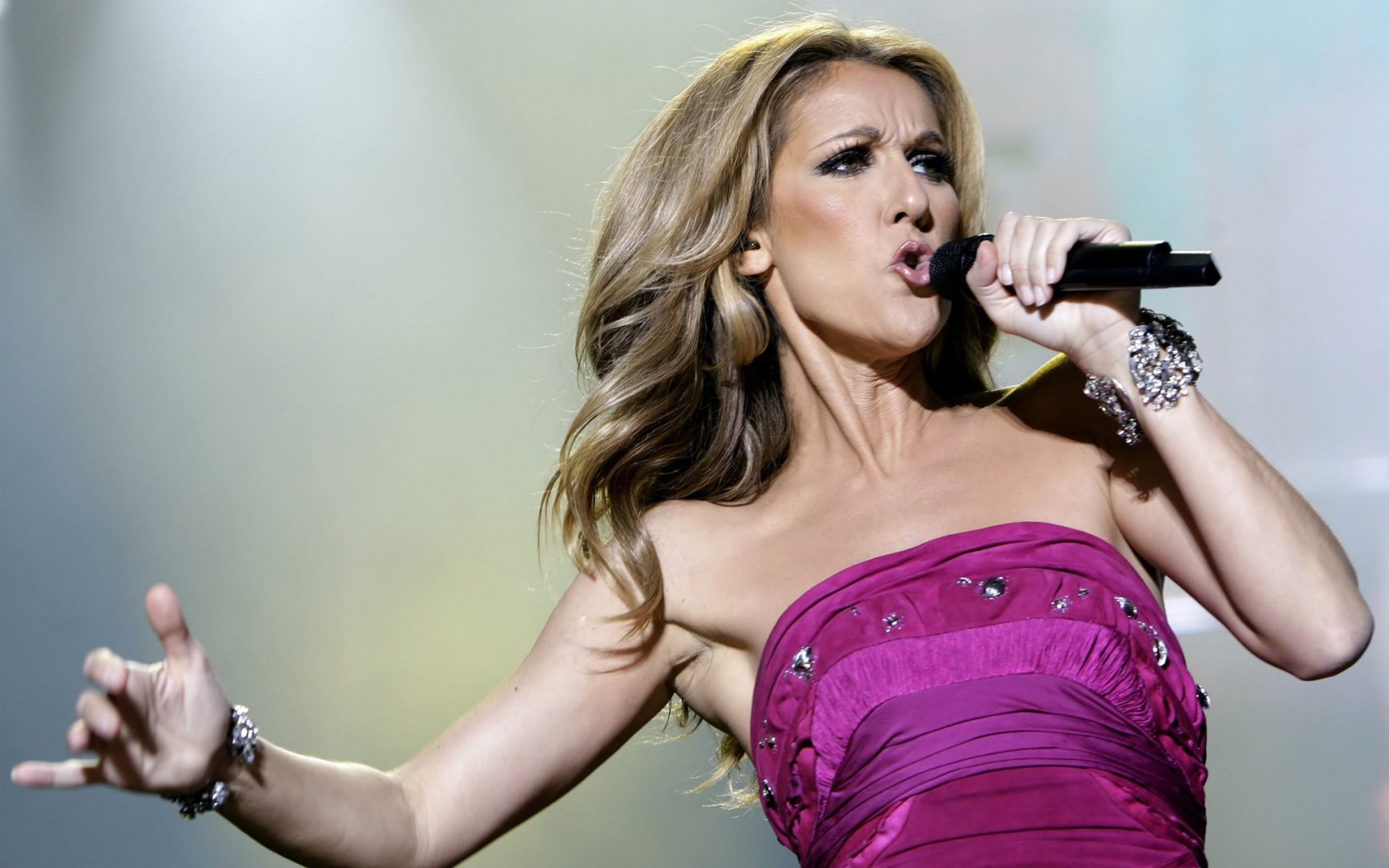 Celine Dion Celebrities Hd Wallpapers Download Awesome Nice And High Quality Hd Wallpapers From Backgroun Celine Dion Celine Dion Tickets Young Celebrities