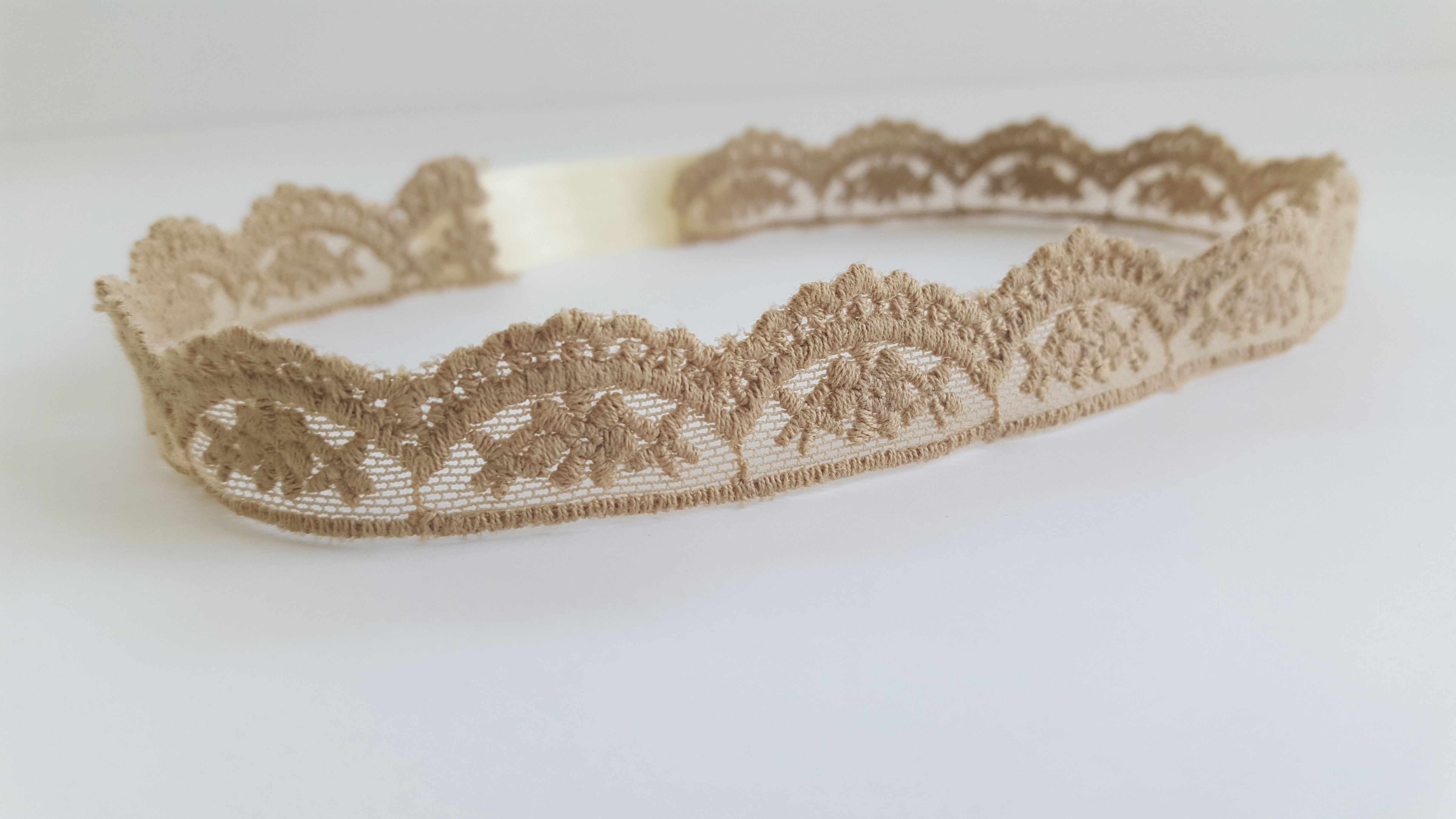 The Belle lace headband is so classy and elegant! Elastic is placed in back the right amount of stretch. Size chart-Newborn – 12″ 0-3 Months – 13″ 3-6 Months – 14″ 6-12 Months – 15″ 1...