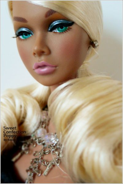barbie dolls    ☻..9...6 qw