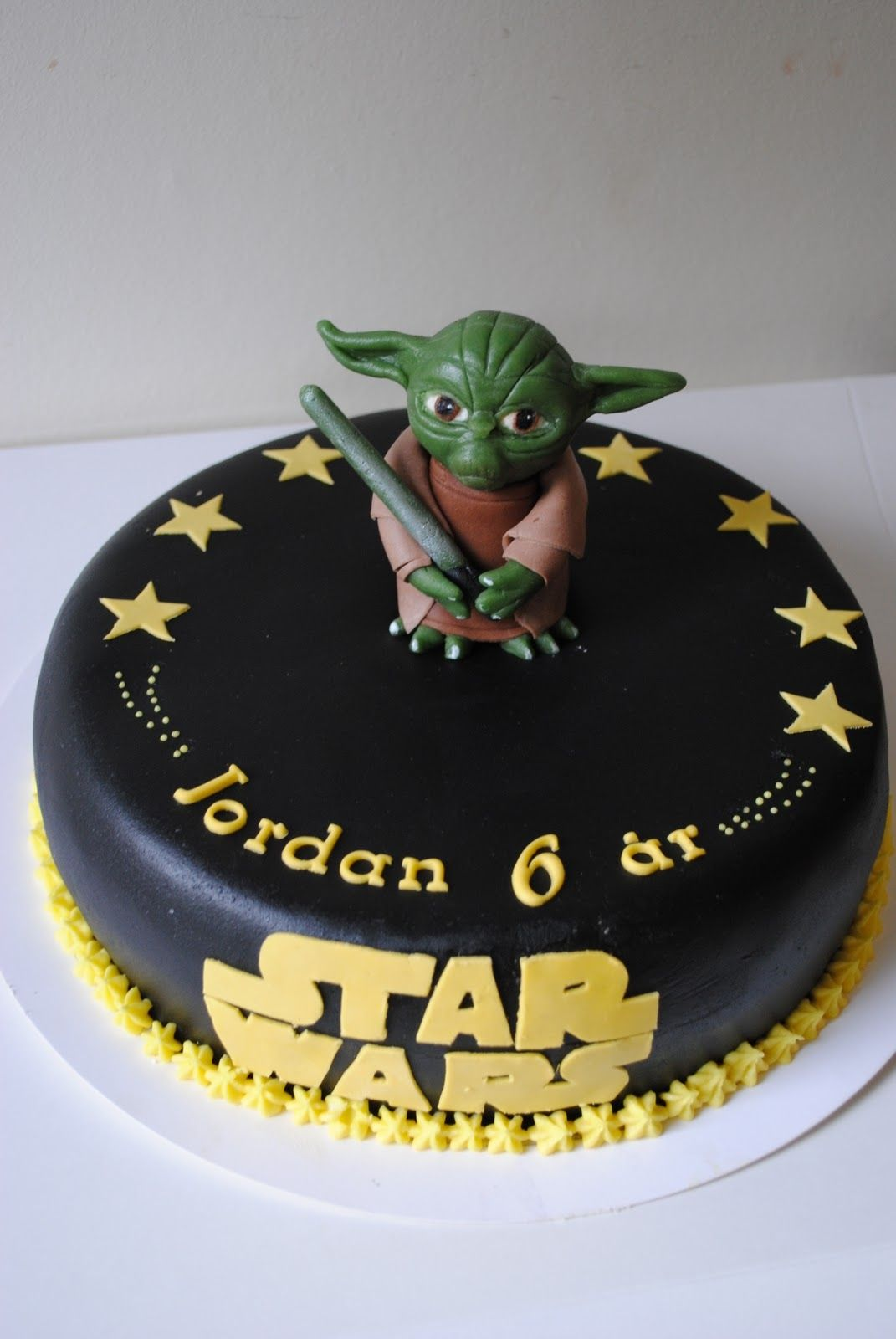 star wars cake cakes with yoda are really popular right now this is my 7 th fondant yoda. Black Bedroom Furniture Sets. Home Design Ideas